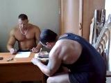 Мощный способ накачки бицепсов))